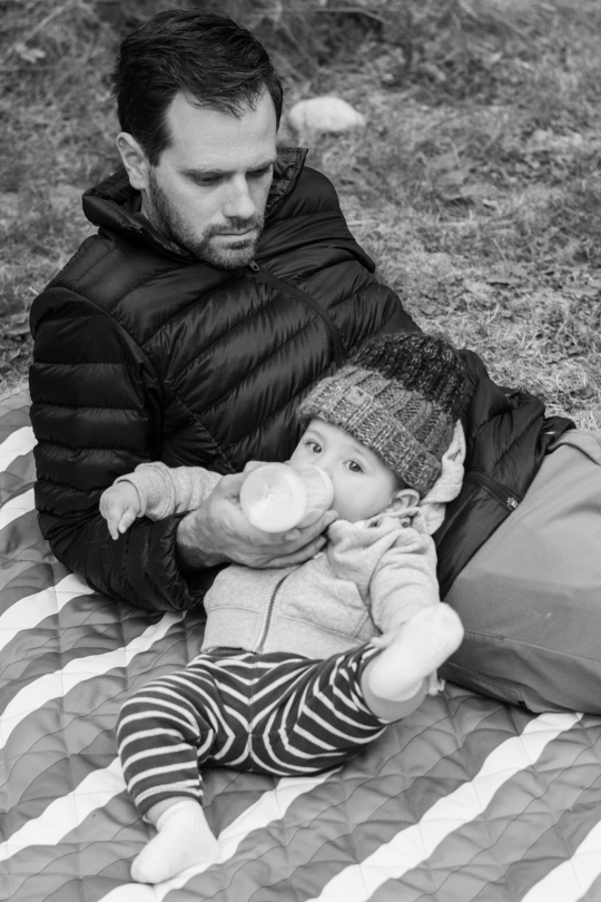 camper-baby-and-dad-olympic-peninsula-black-and-white-01