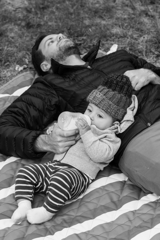 camper-baby-and-dad-olympic-peninsula-black-and-white-02