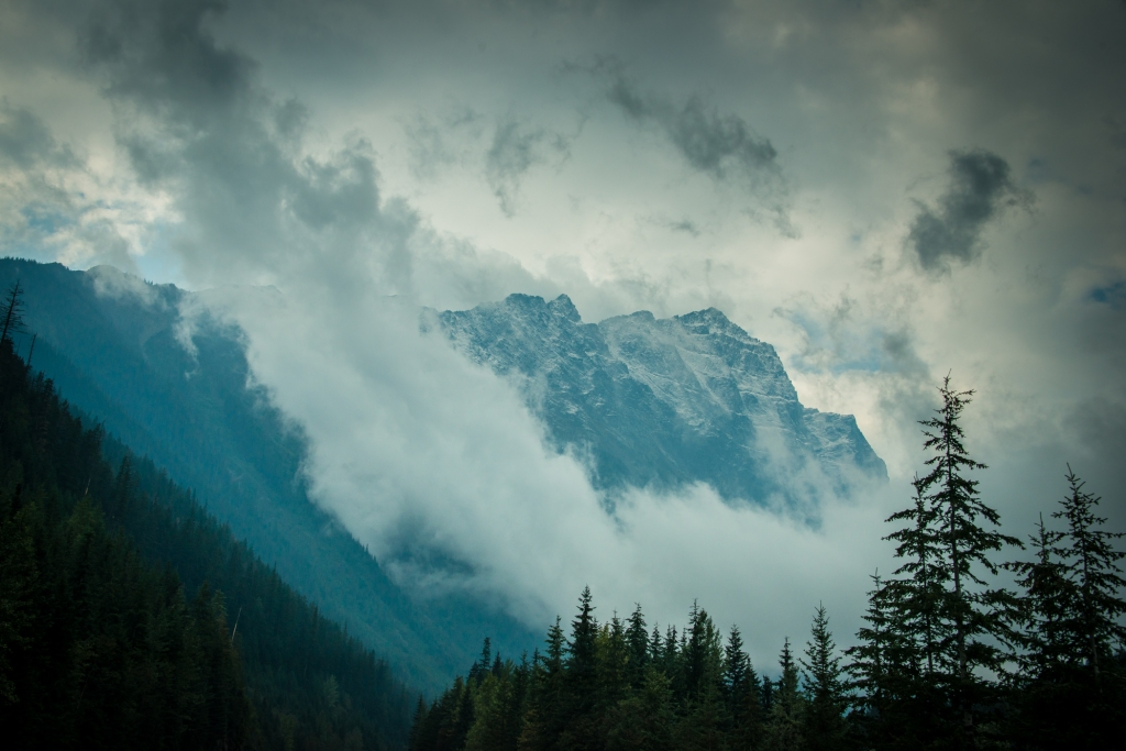 glacier_national_park_mountains_fog