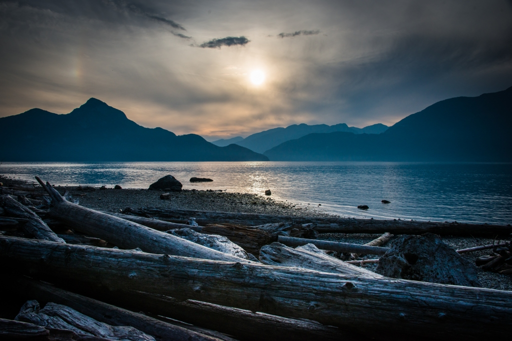 porteau-cove-bc-canada-mountains-water-sunset-driftwood-02