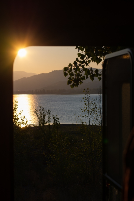 sunrise_camper_kamloops_lake_bc_canada